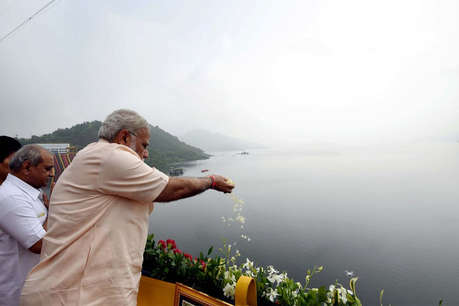 PM मोदी बोले- पटेल जिंदा रहते तो पहले ही बन जाता सरदार सरोवर बांध