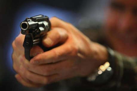 बेटी से छेड़खानी का विरोध किया तो मनचलों ने पिता को मारी गोली