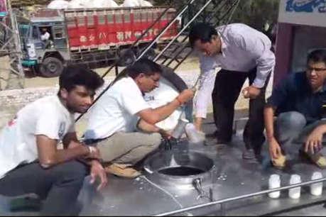 सिंथेटिक दूध के धंधे के भंडाफोड़ के बाद दो और डेयरियों पर कार्रवाई