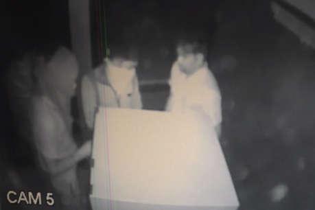 एटीएम उखाड़ कर ले गए अज्ञात चोर