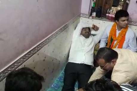 इलाहाबाद: कार्यकर्ता से पैर दबवाते नजर आए योगी सरकार के कद्दावर मंत्री