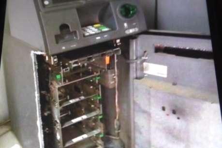 गैस कटर से एटीएम मशीन काट ले उड़े 8 लाख