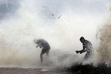 गुजरात चुनावः प्राकृतिक आपदा ने हर बार मोदी-बीजेपी को दी मजबूती
