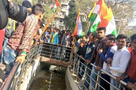 मैनपुरी में भी निकली तिरंगा यात्रा, VHP ने की चंदन के हत्यारों को फांसी की मांग
