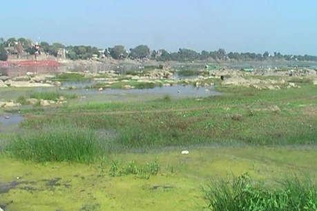 सरकार की अनदेखी के चलते प्रदूषण का शिकार हो रही है नर्मदा नदी