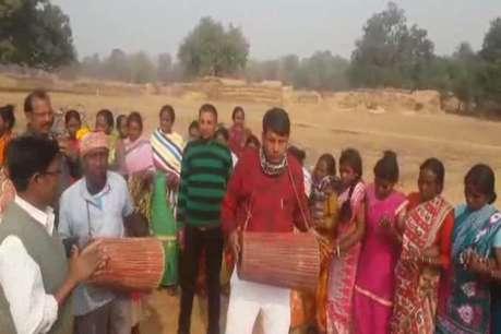 मंत्री ने आदिवासी भाई-बहनों के साथ मिल मनाया सोहराय पर्व