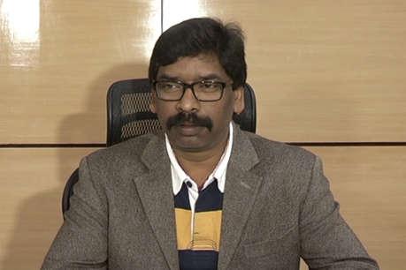 JMM विधायकों और सांसदों के साथ दिल्ली पहुंचे हेमंत सोरेन, सियासत गर्म