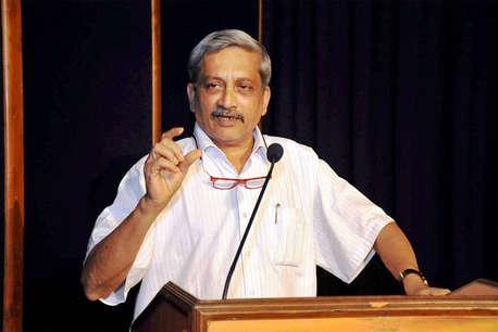 खानों पर प्रतिबंध से पहले गोवा की अर्थव्यवस्था पर करें विचार: पर्रिकर
