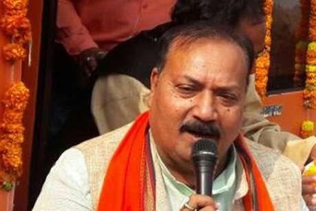 गोरखपुर चुनाव: जानिए कौन हैं सीएम योगी के उत्तराधिकारी उपेंद्र दत्त शुक्ला