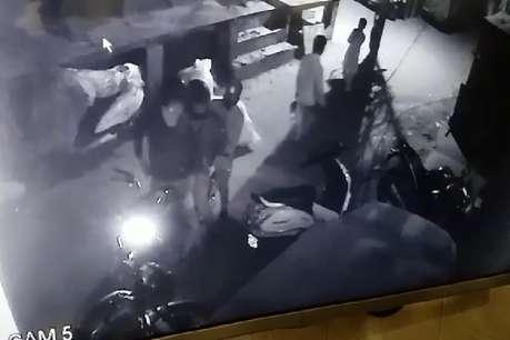 दिल्ली में जींस कारोबारी के घर बदमाशों ने की फायरिंग
