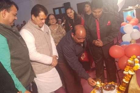 सरस्वती वंदना के साथ मनाया गया स्कूल का वार्षिकोत्सव, स्पीकर ने किया उद्घाटन