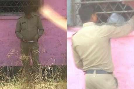 बोर्ड परीक्षा में नकल कराता दिखा पुलिसकर्मी, वायरल हुआ वीडियो