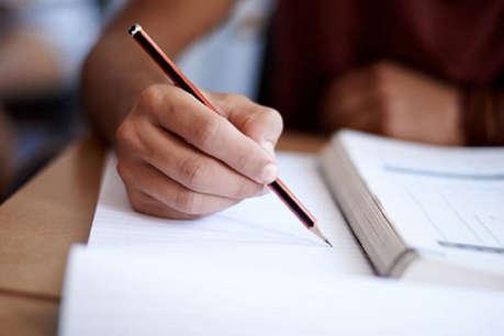 10वीं कक्षा के परीक्षार्थियों को बांटे 12वीं का प्रश्न पत्र, जांच के निर्देश