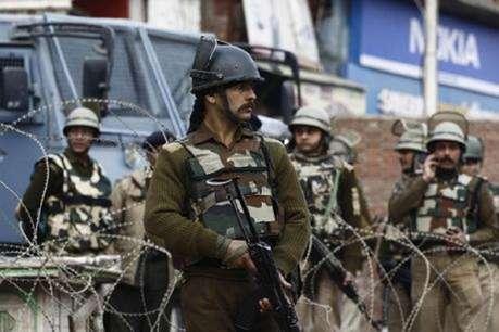 कश्मीर : शोपियां पुलिस स्टेशन पर आतंकी हमला, सर्च ऑपरेशन जारी