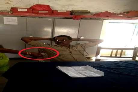 VIDEO: रिश्वत लेते कैमरे में कैद हुआ बिहार पुलिस का 'घूसखोर' ASI