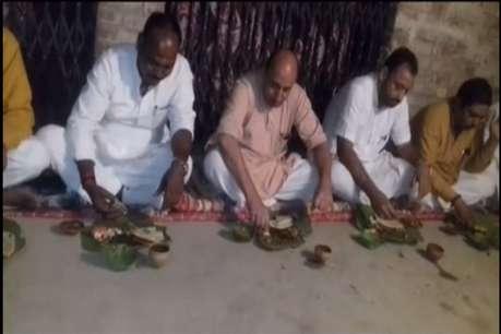 दलित के घरडिनर करने पहुंचे योगी के मंत्री, खाना दूसरी जगह से मंगवाया