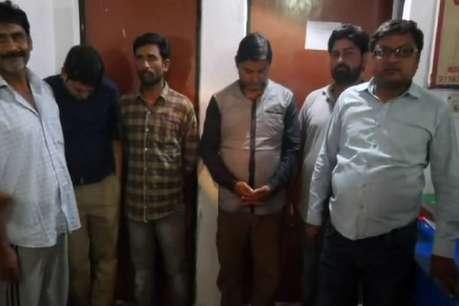 अलीगढ़: IPL में सट्टा खेलते सपा महिला नेता के पुत्र समेत 7 गिरफ्तार