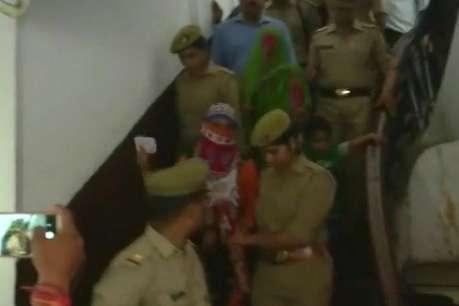 उन्नाव कांड: पीड़िता ने अदालत में दर्ज कराया बयान, मीडिया से कहा- सीबीआई जांच से संतुष्ट