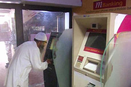 यूपी के कई शहरों में 'कैशलेस' हुए ATM, सहालग में बढ़ी दिक्कतें
