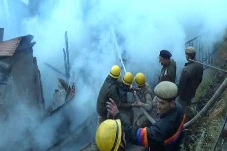 हमीरपुरः ट्रांसफार्मर की आग में स्वाहा हुए बीजेपी नेता समेत कईयों के घर