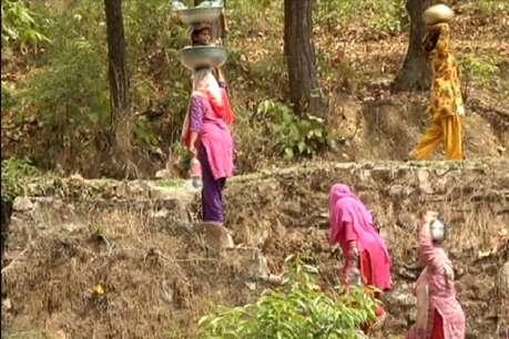 सीएम आवास से तीन किलोमीटर दूर सूख गए हैं नल, हज़ारों लोग प्यासे