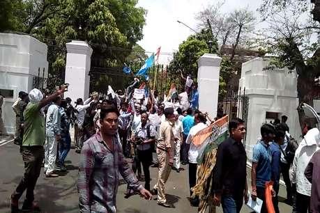 भोपाल में राजभवन की सुरक्षा में चूक, कांग्रेस ने गेट पर चढ़कर किया प्रदर्शन