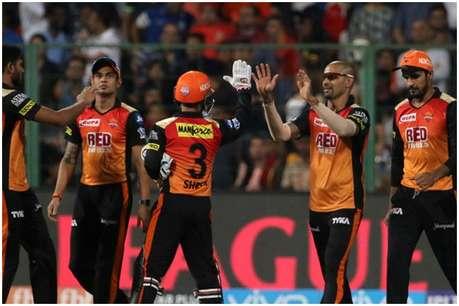 पिछले IPL में था हीरो, अब इस गेंदबाज ने 12 गेंद में दे डाले 62 रन!