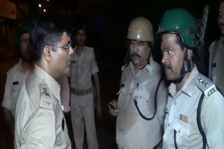 ओवरटेक करने की होड़ में भिड़े दो समुदाय, पत्थरबाजी में तीन पुलिसकर्मी हुए घायल