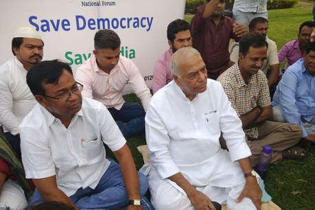 IPL की तर्ज पर 'इंडियन पॉलिटिकल लीग' में होगी कर्नाटक के विधायकों की नीलामीः यशवंत सिन्हा