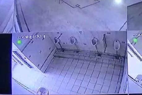 अलीगढ़ डिग्री कॉलेज ने नकल रोकने के लिए टॉयलेट में लगवाए CCTV, छात्रों का विरोध