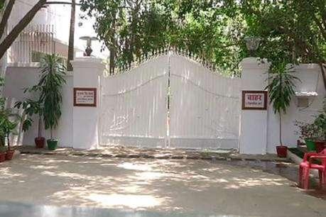 मुलायम-अखिलेश, राजनाथ और मायावती को 15 दिन में खाली करना होगा सरकारी बंगला