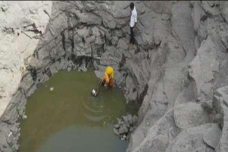 पानी की कहानी: एक घड़ा पानी भरने के लिए कोसो दूर की यात्रा करते हैं इस गांव के लोग