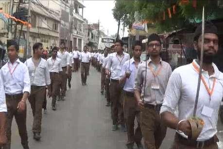जानिए क्यों निकली अलीगढ़ की सड़कों पर तलवारें और डंडे