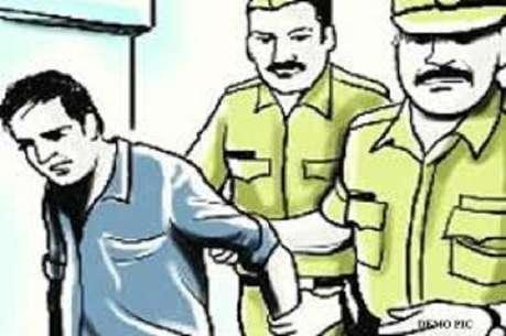 पीलीभीतः विदेश भेजने के नाम पर ठगी करने वाला इनामी बदमाश गिरफ्तार