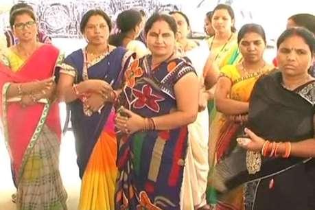विभिन्न मांगों को लेकर पुलिसकर्मियों के परिवारजनों ने छेड़ा आंदोलन