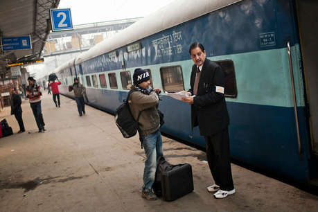 रेलवे ने 1000 साल आगे का टिकट दिया, चेकिंग में फर्जी बताकर पैसेंजर को उतारा