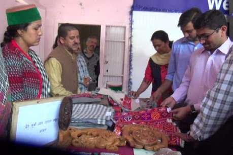 एक दिवसीय मेला में जिले के शिल्पकारों ने अपने उत्पादों की लगाई प्रदर्शनी