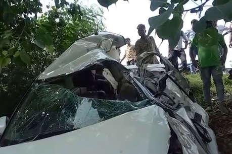 बाराबंकी: खड़े टैंकर में घुसी तेज रफ्तार कार, चार की मौत