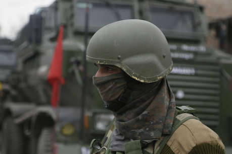 हंदवाड़ा: जैश ए मोहम्मद आतंकियों के दो मददगार गिरफ्तार, हथियार भी बरामद