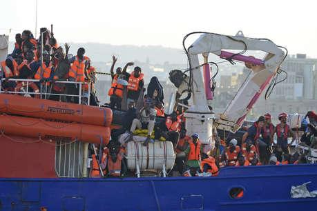 इटली ने 450 शरणार्थियों को आने से रोका, कहा माल्टा जाओ