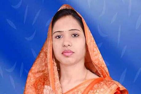 बीजेपी की महिला विधायक की पूजा-अर्चना के बाद गंगाजल से धुलवाया मंदिर