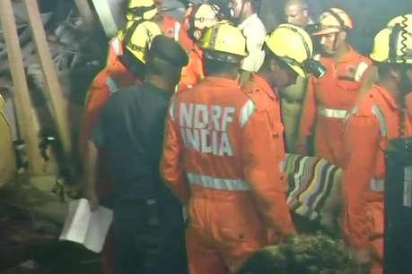 ग्रेटर नोएडा में दो बिल्डिंग गिरी, अब तक निकाले गए 3 शव,  NDRF का रेस्क्यू ऑपरेशन जारी