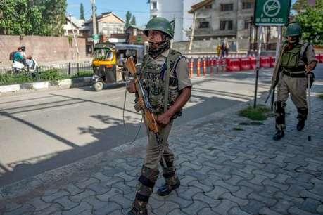 कश्मीर: गुनाहगारों को पकड़ने के लिए भेष बदलकर पत्थरबाजों के बीच घुसे पुलिसकर्मी