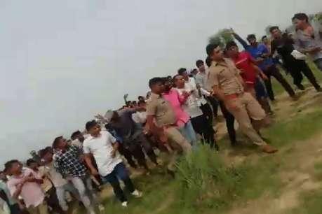 मथुरा में पुलिसकर्मियों को दौड़ा-दौड़ाकर पीटा, वीडियो वायरल
