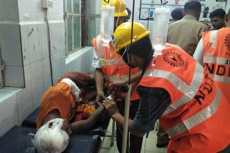वाराणसी में टूरिस्ट बस डिवाइडर से टकराकर पलटी, 30 कांवड़िए घायल