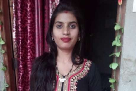फंदे से लटकी मिली विवाहिता की लाश, 8 महीन पहले हुई थी शादी