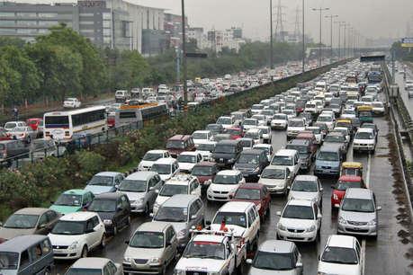 अक्टूबर से दिल्ली-एनसीआर की कारों पर लगेंगे रंगीन स्टिकर, सुप्रीम कोर्ट ने दी मंजूरी