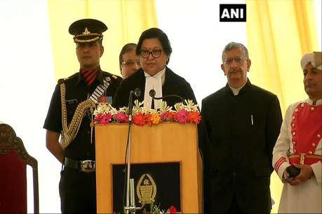 जस्टिस गीता मित्तल ने जम्मू-कश्मीर हाईकोर्ट के मुख्य न्यायाधीश पद की शपथ ली