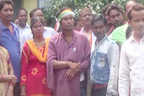 मोबाइल वितरण को लेकर बीजेपी और कांग्रेस में झड़प, थाने पहुंचा मामला