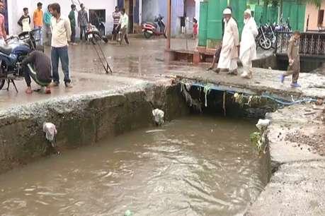 भोपाल में बारिश का क़हर : नाले में बहा एक किशोर, गोताखोर कर रहे हैं तलाश